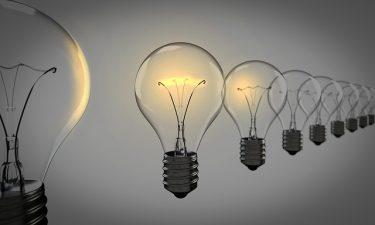 実際の電球を撃って破壊するエアガンシューティングが登場