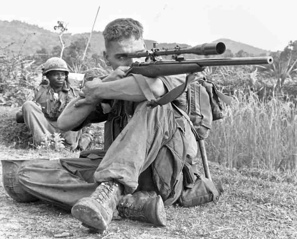 ライフルを持った時の4つの基本の構え方・射撃姿勢