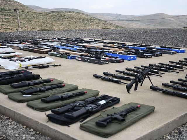 エアガンをアサルトライフルに改造したとして58人が逮捕