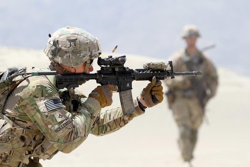 ライフルの銃口の制御はサポートハンドの位置が大切