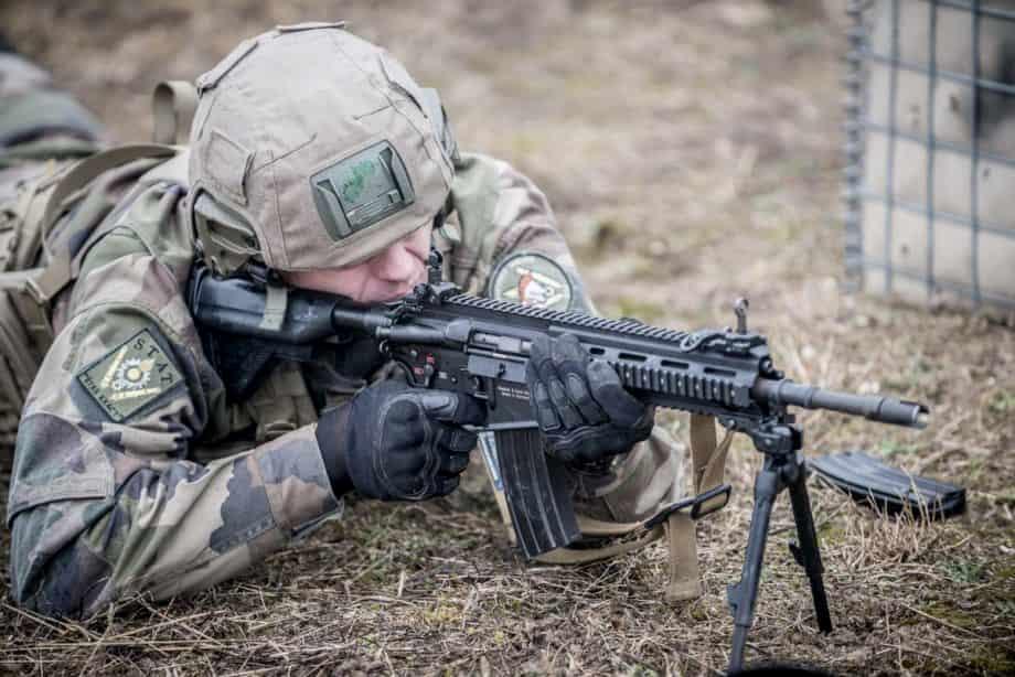 フランス陸軍はHK416F-Sのエアガンを使って訓練しています