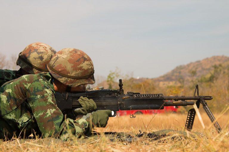 自動小銃と機関銃の違い